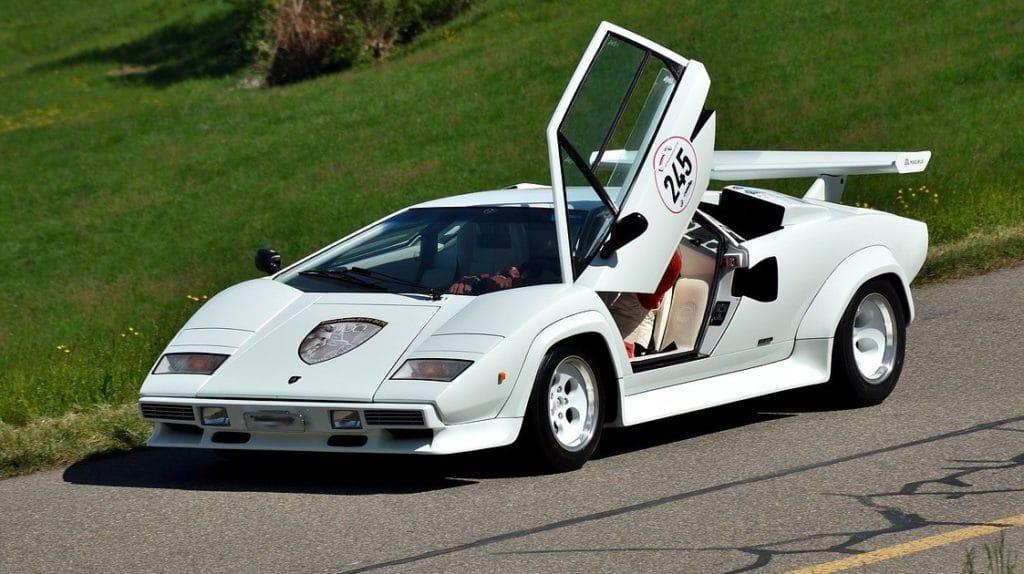 Lamborghini Countach - unglaubliche Performance in den 80er und 90er Jahren, jedoch mit eher schwachem cw-Wert.